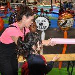 auntie jojo teaching children how to make balloon animals